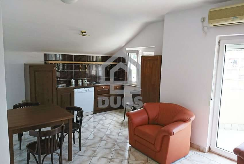 Apartment on an excellent location near the sea and beach - good offer - Murter