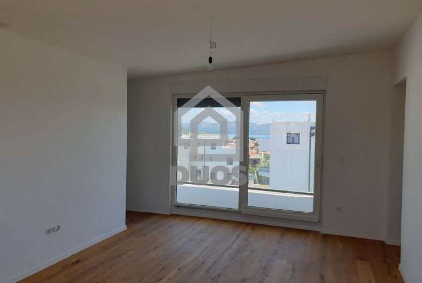 Trosoban apartman sa balkonom na vrhu zgrade 8