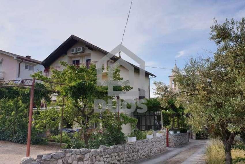 Velika kuća sa četiri jedinice u mjestu Murter 14