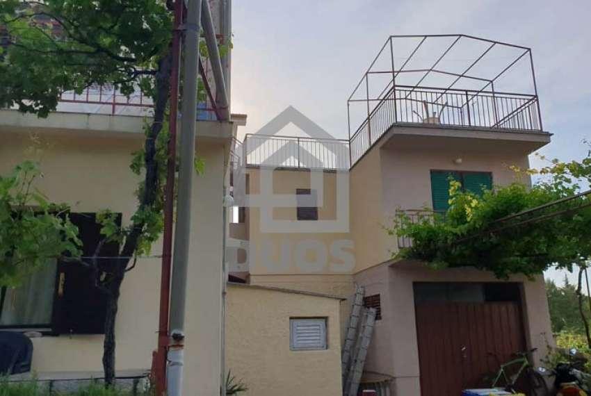 Velika kuća sa četiri jedinice u mjestu Murter 17