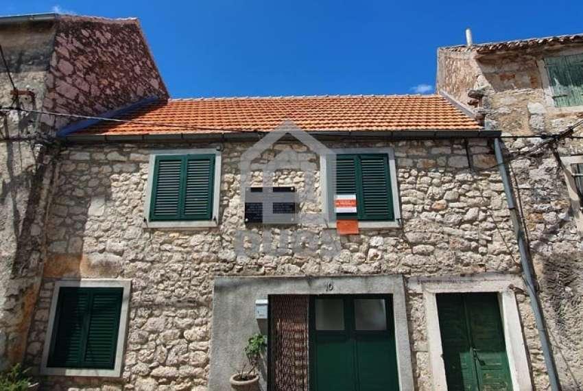 Murter - velika kamena kuća s terasom - prilika 31