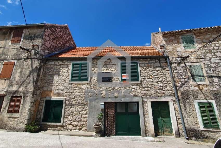 Murter - velika kamena kuća s terasom - prilika 32