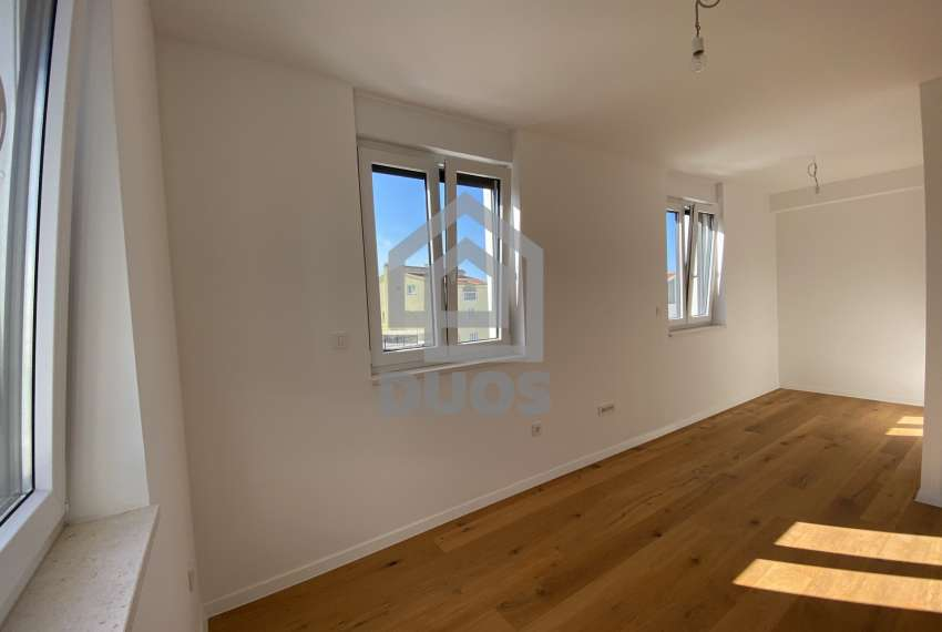 Three bedroom apartment with a balcony on the first floor 5