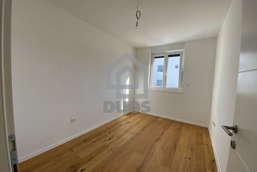 Three bedroom apartment with a balcony on the first floor 6