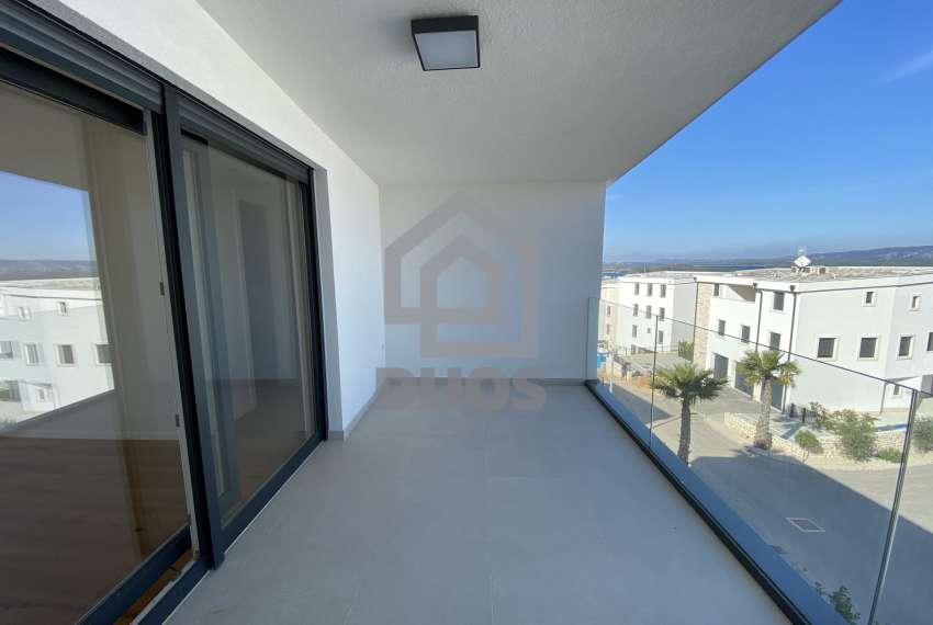 Trosoban apartman sa balkonom na vrhu zgrade 18