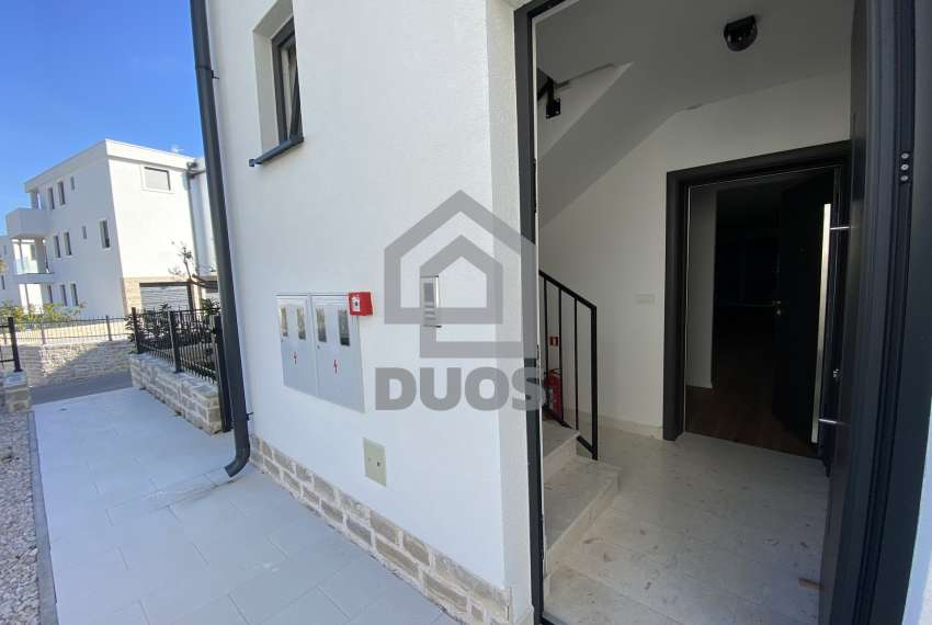 Luxury apartment in the basement of a building with two bedrooms and a swimming pool 7