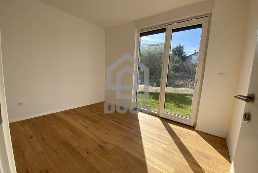Luxury apartment in the basement of a building with two bedrooms and a swimming pool 11