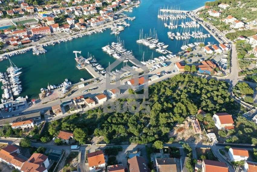 Građevinsko zemljište u mjestu Jezera - 1170m2 - pogodno za dvije stambene jedinice 4