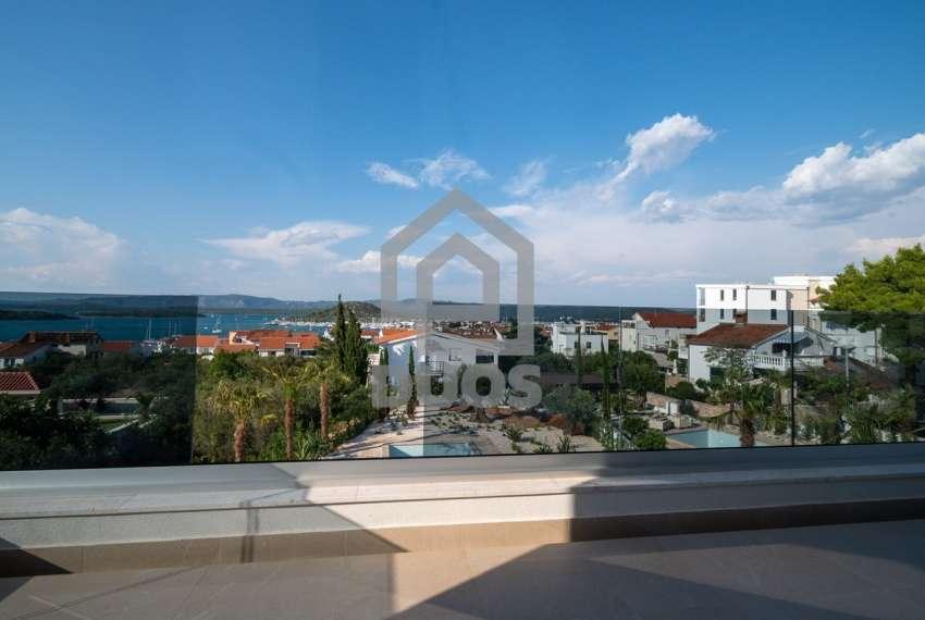 Luksuzna vila - Murter- bazen - pogled na more 305 m2 12