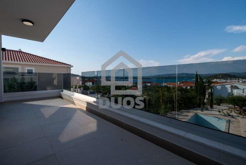 Luksuzna vila - Murter- bazen - pogled na more 305 m2 15