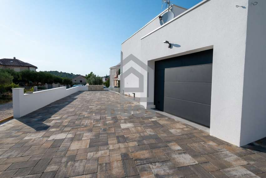 Luksuzna vila - Murter- bazen - pogled na more 305 m2 24