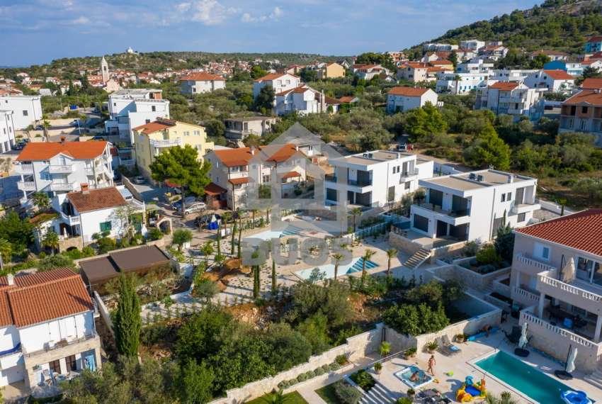 Luksuzna vila - Murter- bazen - pogled na more 305 m2 26