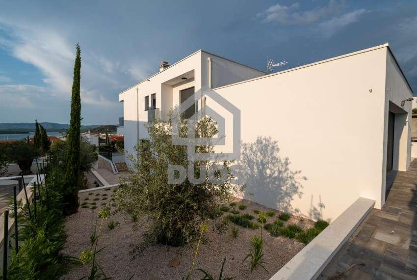 Luksuzna vila - Murter- pogled na more 245 m2 9