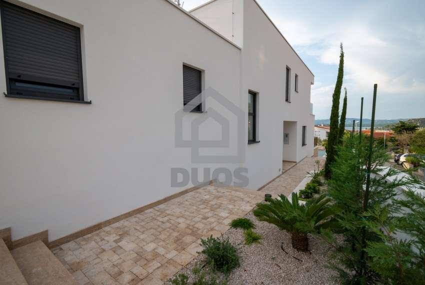Luksuzna vila - Murter- pogled na more 245 m2 12