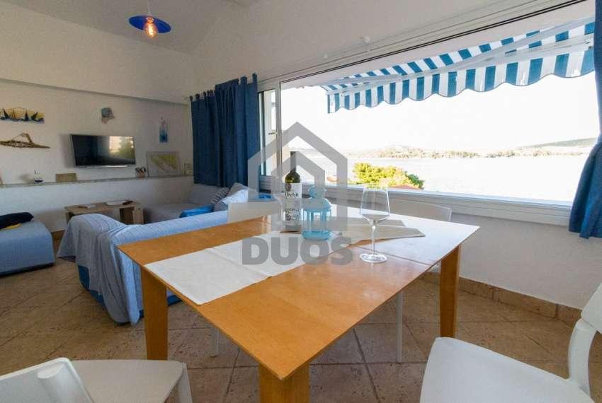Prekrasna villa s 3 apartmana na otoku Murteru s uhodanim poslom najma 5