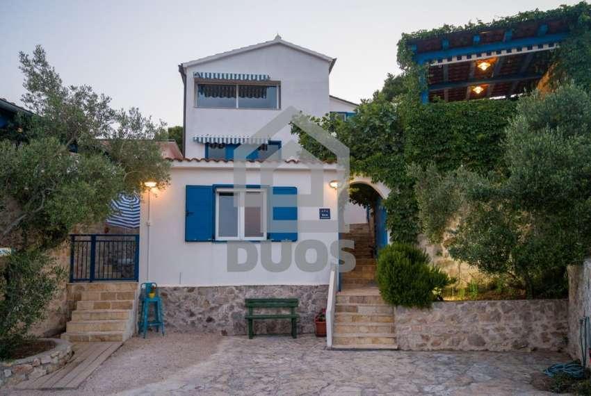 Prekrasna villa s 3 apartmana na otoku Murteru s uhodanim poslom najma 10