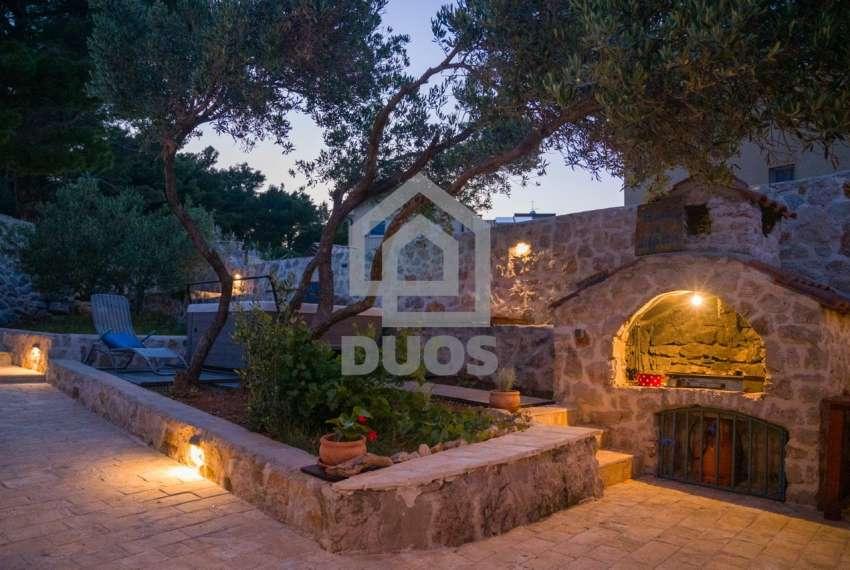 Prekrasna villa s 3 apartmana na otoku Murteru s uhodanim poslom najma 11