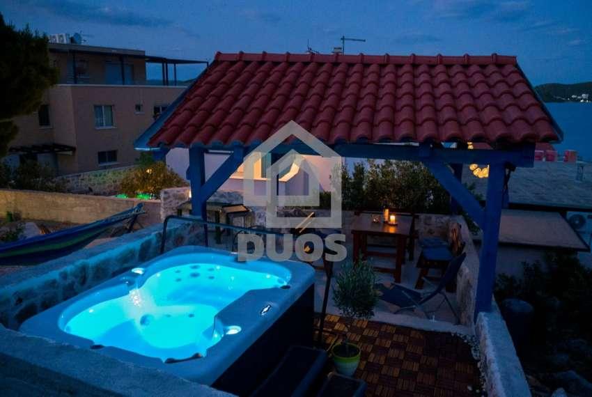 Prekrasna villa s 3 apartmana na otoku Murteru s uhodanim poslom najma 14