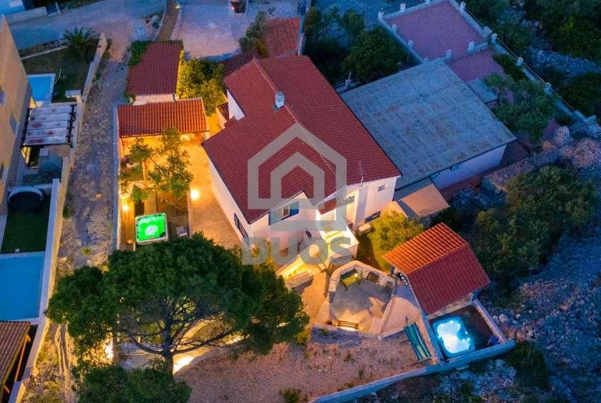 Prekrasna villa s 3 apartmana na otoku Murteru s uhodanim poslom najma 15