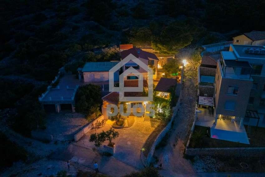 Prekrasna villa s 3 apartmana na otoku Murteru s uhodanim poslom najma 17