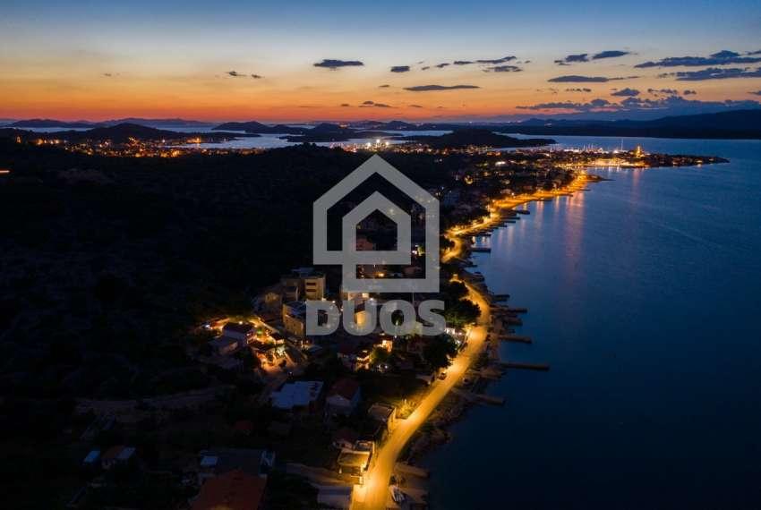 Prekrasna villa s 3 apartmana na otoku Murteru s uhodanim poslom najma 18
