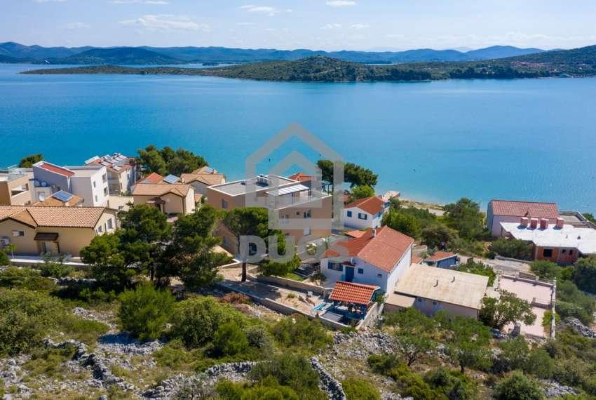 Prekrasna villa s 3 apartmana na otoku Murteru s uhodanim poslom najma 20