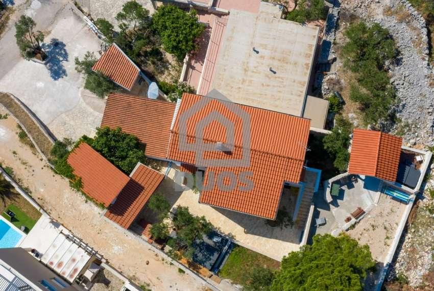 Prekrasna villa s 3 apartmana na otoku Murteru s uhodanim poslom najma 22