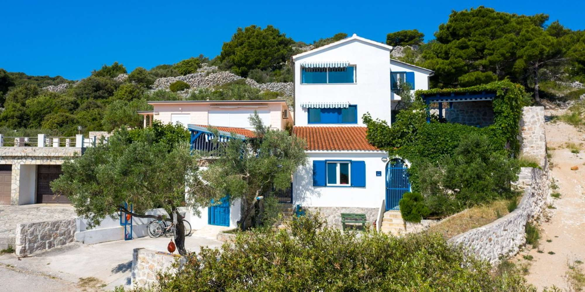 Beautiful villa with 3 apartments on the island of Murter with a well-established rental business