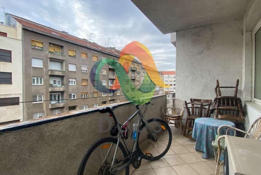 Prostrani stan na drugom katu zgrade u ulici Pavla Šubića u Zagrebu 12