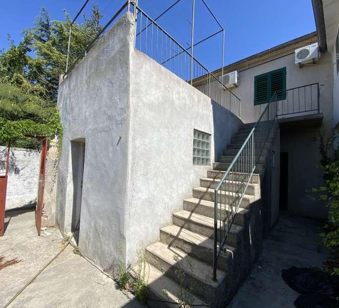 Kuća u blizini centra Murtera - potrebna renovacija