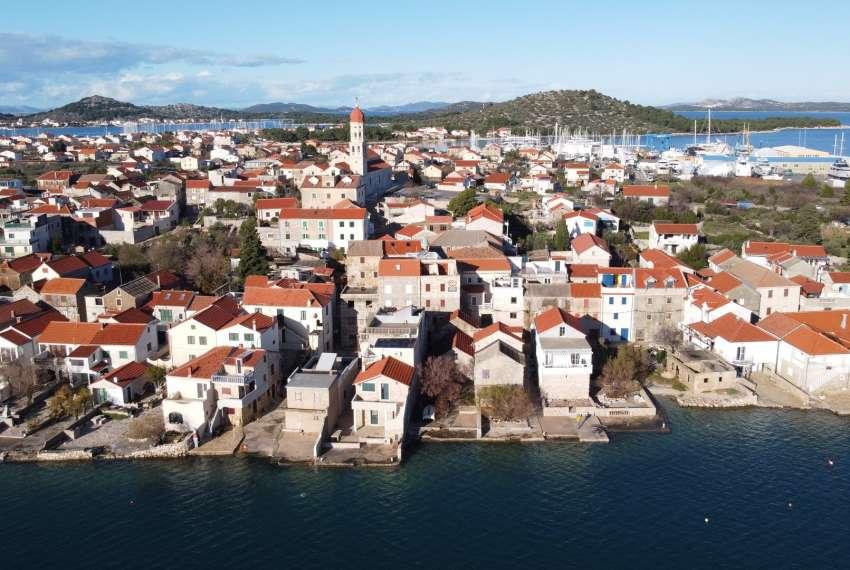Renovirana kamena kuća spremna za useljenje - Otok Murter Video obilazak