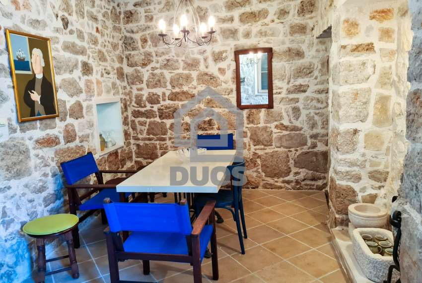 Renovirana kamena kuća spremna za useljenje - Otok Murter 1