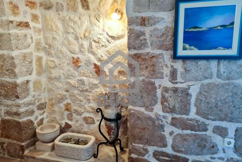 Renovirana kamena kuća spremna za useljenje - Otok Murter 2