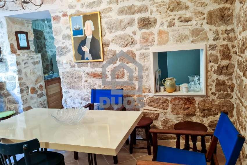 Renovirana kamena kuća spremna za useljenje - Otok Murter 3