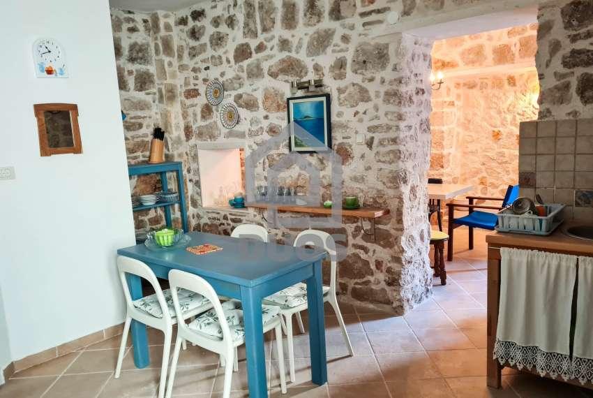 Renovirana kamena kuća spremna za useljenje - Otok Murter 6