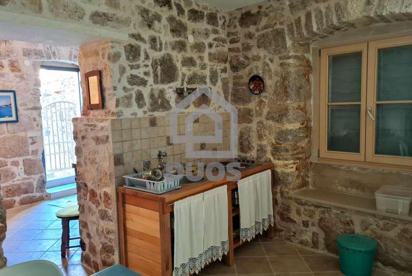 Renovirana kamena kuća spremna za useljenje - Otok Murter 7