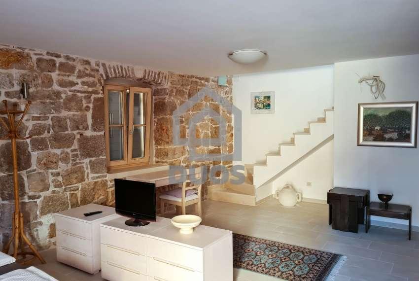 Renovirana kamena kuća spremna za useljenje - Otok Murter 11