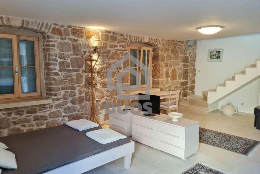 Renovirana kamena kuća spremna za useljenje - Otok Murter 13