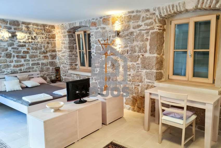 Renovirana kamena kuća spremna za useljenje - Otok Murter 14