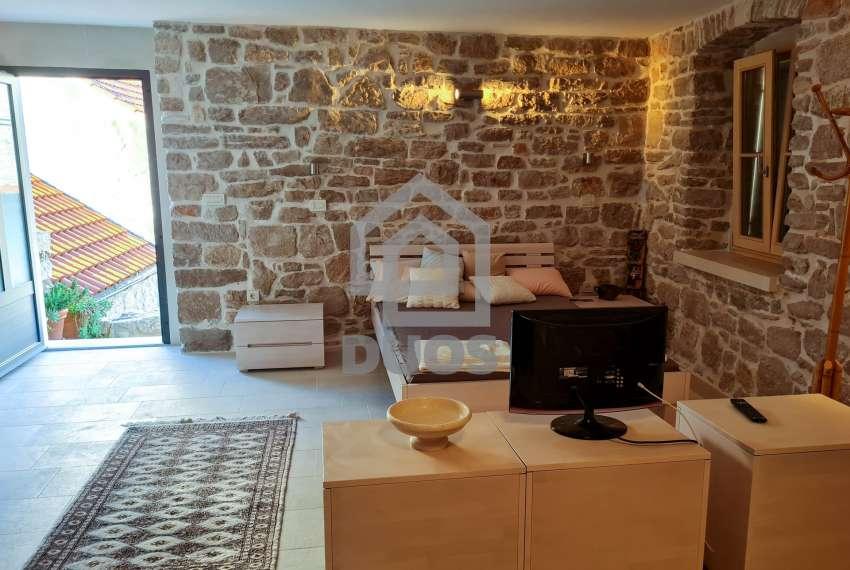 Renovirana kamena kuća spremna za useljenje - Otok Murter 15