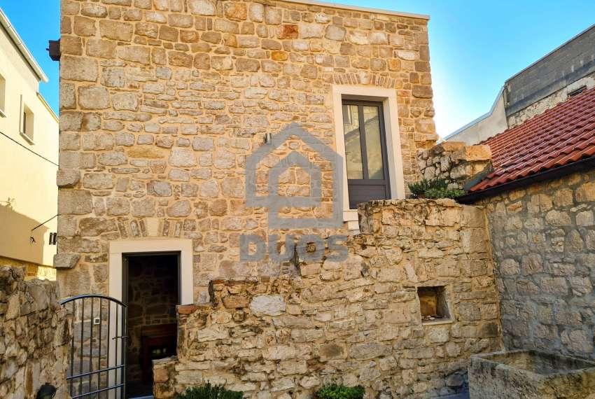 Renovirana kamena kuća spremna za useljenje - Otok Murter 20