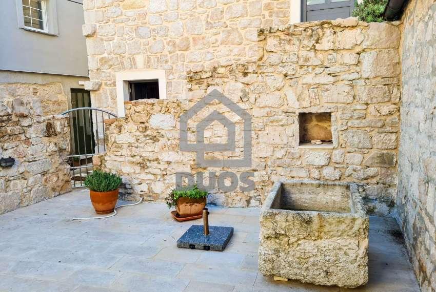 Renovirana kamena kuća spremna za useljenje - Otok Murter 21