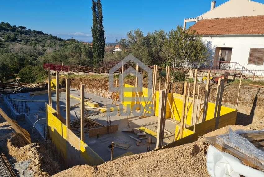 Novogradnja - apartman s dvije spavaće sobe - blizina plaže - Murter - vrt 14