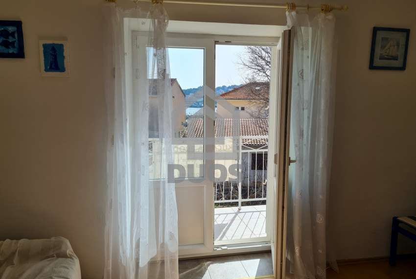 Kuća u samom centru mjesta Tisno - s pogledom na more - poslovni prostor u prizemlju 25