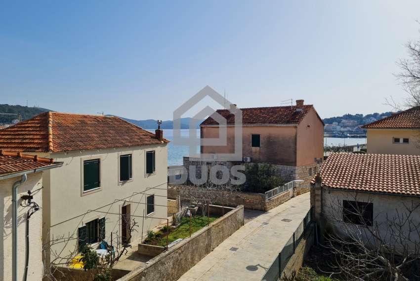 Kuća u samom centru mjesta Tisno - s pogledom na more - poslovni prostor u prizemlju 26