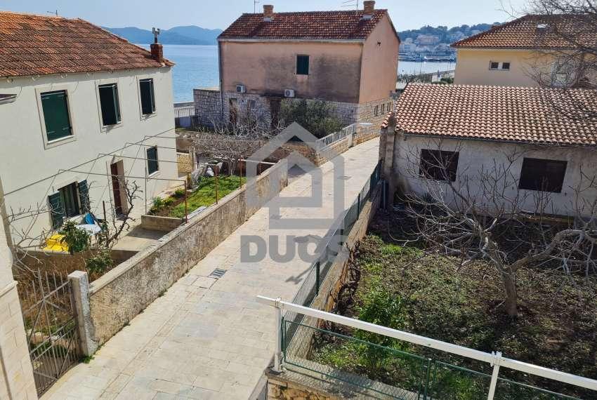 Kuća u samom centru mjesta Tisno - s pogledom na more - poslovni prostor u prizemlju 27