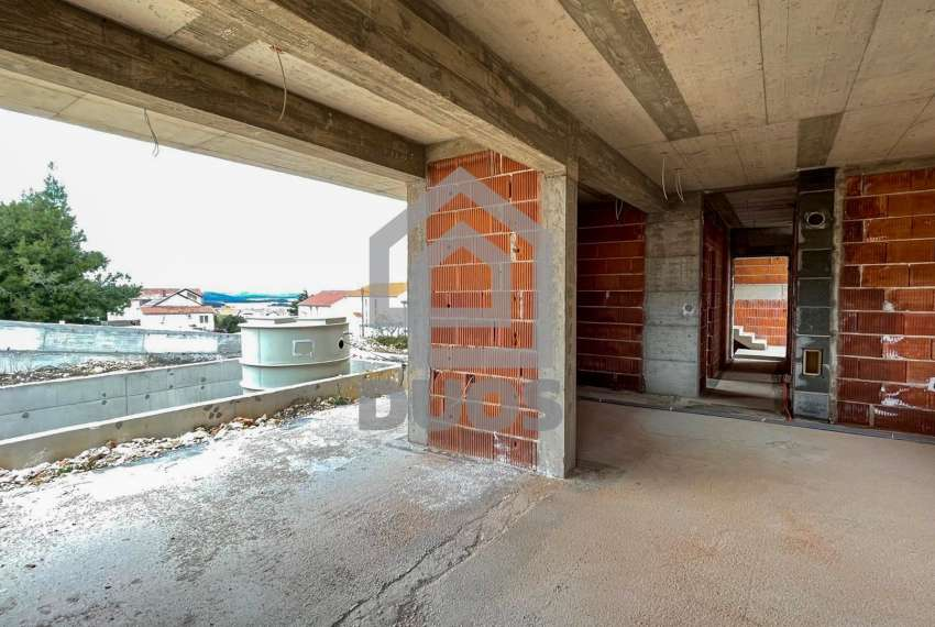 Novogradnja - Murter - dvije spavaće - pogled - parking - 1.kat 10