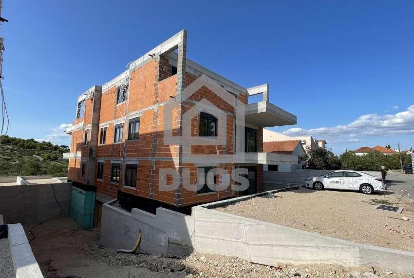 Novogradnja - stan s tri spavaće sobe - blizina plaže - Murter 3